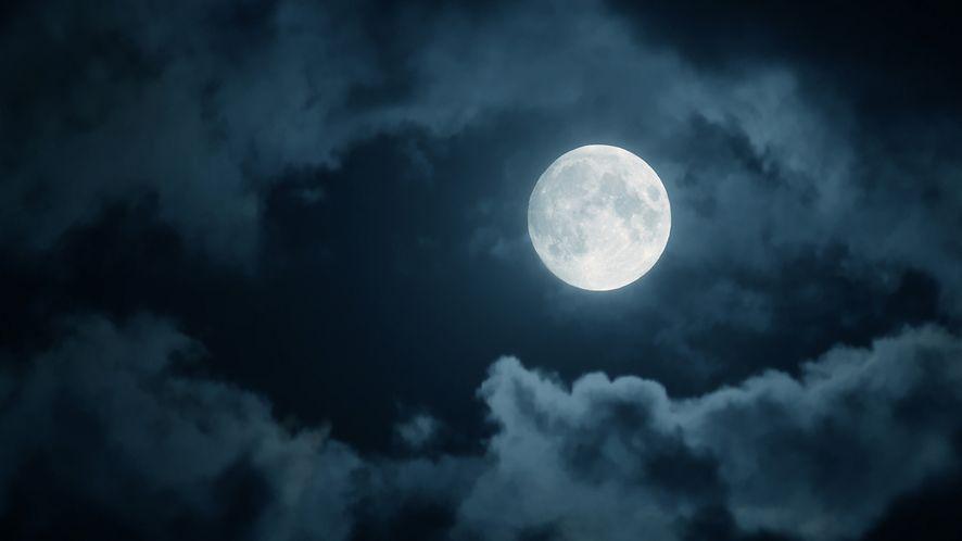 Po co lecieć na Księżyc, skoro mamy raytracing... Źródło: Depositphotos