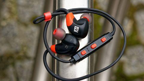 Test słuchawek MEE X7: Można biegać wygodnie i z dobrym dźwiękiem