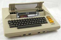 Atari część V – projekt Collen i Candy - Atari 800 z otwartą pokrywą kartridźy.