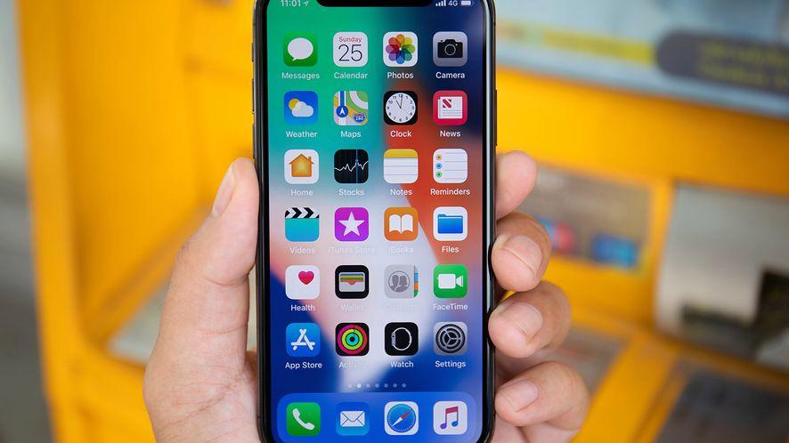 Nowe iPhone'y są najdroższe w historii, na zdjęciu iPhone X (depositphotos)