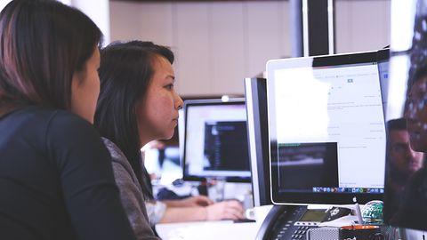 W Pythonie pisze więcej osób niż w Javie, JavaScript jest najpopularniejszy