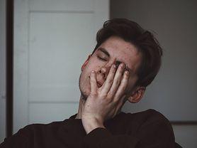 """""""Słaby był, to się powiesił"""". To największy mit o męskiej depresji. Jest ich więcej"""