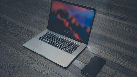 MacBook Pro 15 z migoczącym ekranem. Przyczyny usterki są póki co nieznane