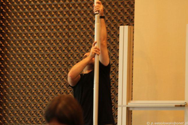 Pole Dance w wykonaniu Tp-link