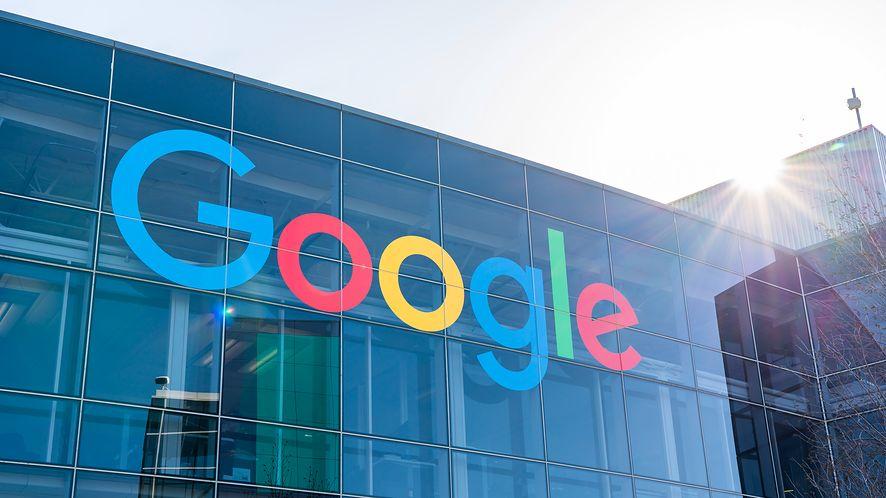Google tnie koszty, fot. Getty Images