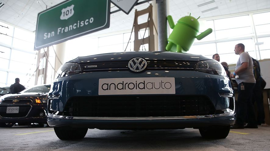 Google w końcu zaczął badać problem bełkotu w Androidzie Auto, fot. Getty Images
