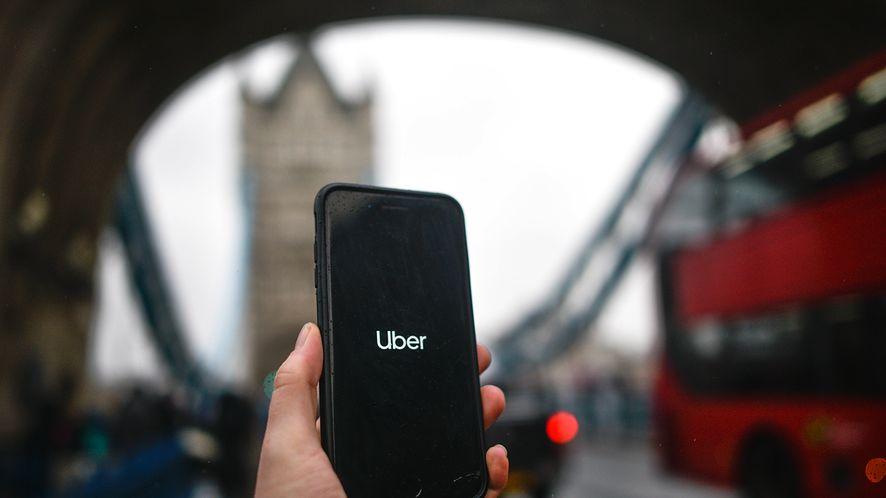 Uber chce jeszcze bardziej dbać o bezpieczeństwo pasażerów, fot. Getty Images