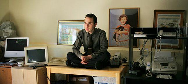 Adrian Lamo w swoim pokoju w domu rodziców podczas odsiadywania wyroku w areszcie domowym.
