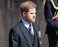 """Książę Harry """"zszokowany"""". """"Lodowate"""" przyjęcie na pogrzebie Filipa"""