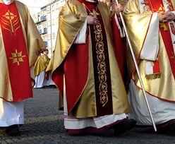 Czy księża korzystali z aplikacji dla gejów? Raporty nie pozostawiają złudzeń