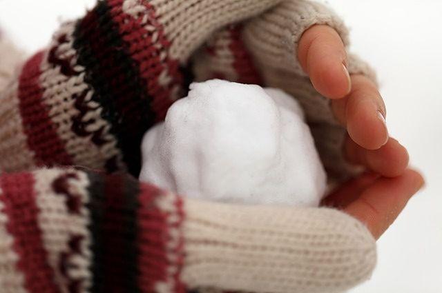 W śnieżny dzień ulepcie bałwana