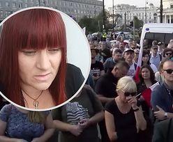 """Socha grzmi: """"Wszyscy pod Sejm"""". Na proteście padają absurdalne teorie"""