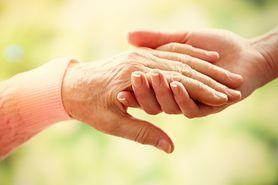 Drżenie rąk - rodzaje, choroba Parkinsona, drżenie rąk a stres, leczenie