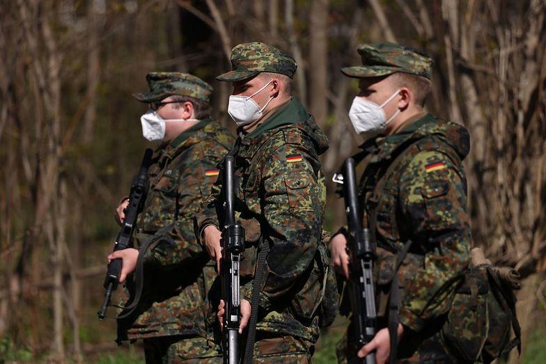 Skandal w Niemczech. Żołnierze odśpiewali urodzinową pieśń Adolfowi Hitlerowi