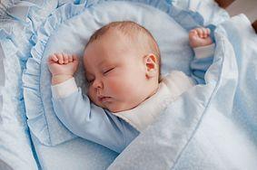 Wpływ ssania smoczka lub kciuka na mowę dziecka