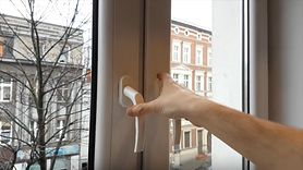 Sposób, dzięki któremu zaoszczędzisz na ogrzewaniu. Sprawdź swoje okno (WIDEO)