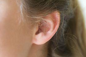 Myślała, że to zapalenie ucha. Okazało się, że to kleszcz, a w dodatku z tyfusem