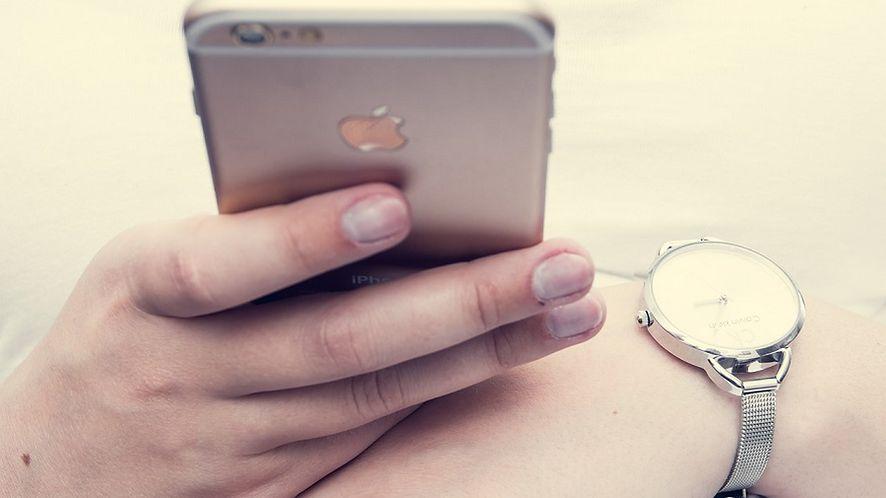 Starszy iPhone zwolnił? Winny może być akumulator