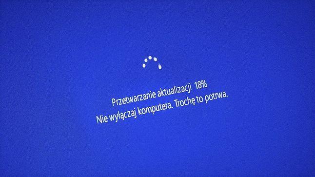 Ekran aktualizacji w Windows 10, który część obecnych użytkowników Windowsa 7 już wkrótce może na co dzień oglądać. Microsoft w praktyce zmusza do wymiany starego komputera na nowy.