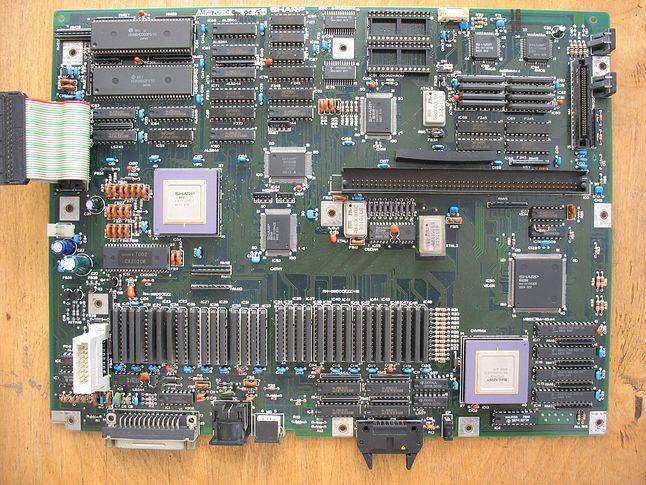 Płyta główna Sharp X68000. Widoczne specjalizowane układy Sharpa. CYNTHIA (w prawym dolnym rogu) oraz VSIP (zmodyfikowana wersja VSOP).