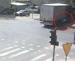 Potrącił wózek z bliźniakami i odjechał. Policja szuka świadków