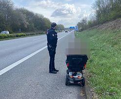 83-latek pędził po autostradzie, ale nie autem. Zatrzymali go policjanci