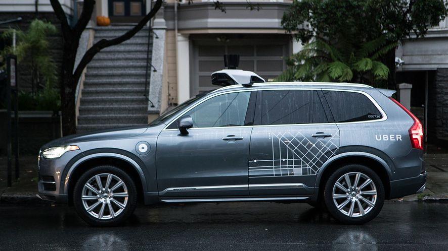Autonomiczny Uber potrącił kobietę, bo uznał ją za... nieistotną przeszkodę