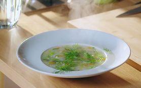 Smaczna i zdrowa zupa z nowalijkami i gaszą jaglaną (WIDEO)