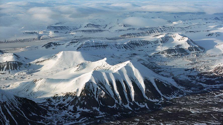 Nad górami Spitsbergenu, fot. CC 3.0