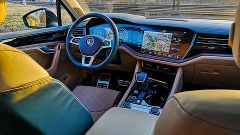 Volkswagen Touareg: Systemy wsparcia kierowcy z asystentem jazdy nocą i Innovision Cockpit