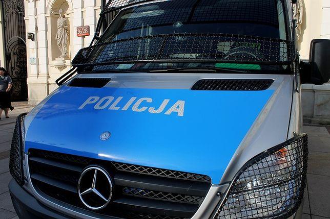Rozebrane, zmarznięte dzieci znaleziono pod Warszawą