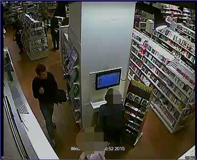 Kradzież w sklepie na Mokotowie. Poszukują dwóch mężczyzn