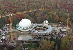 Chorzów. Przebudowa planetarium trwa, właśnie zamontowano kapsułę czasu