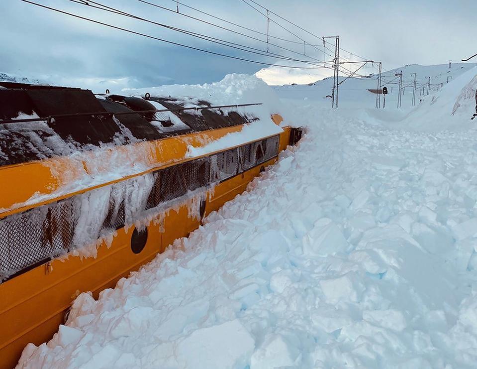 Norwegia. Lawina śnieżna spowodowała częściowy paraliż komunikacyjny