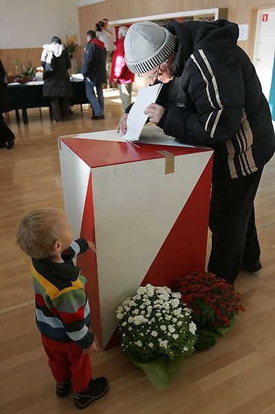 PKW: cisza wyborcza przedłużona do 22.55
