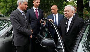 Prezes PiS Jarosław Kaczyński z okazji 75. rocznicy spalenia przez Niemców Wielkiej Synagogi złożył kwiaty przed pomnikiem ofiar