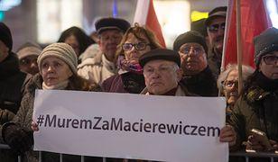 Część wyborców PiS jest oburzona odwołaniem Antoniego Macierewicza