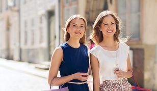 Skromne i równoczesnie eleganckie - bluzki bez rękawów