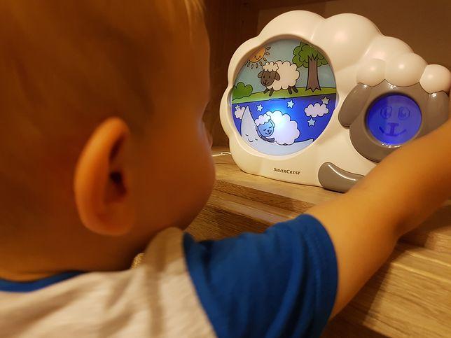 Gdy podświetlona jest śpiąca owca, dziecko też powinno spać - to podstawowa zasada. Dzieci muszą jednak przyjąć ją do wiadomości