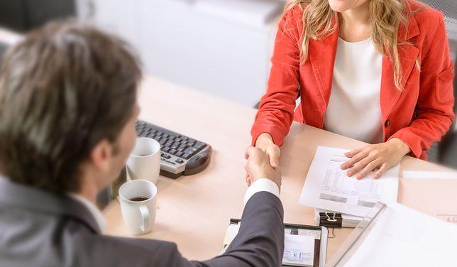 Polacy coraz częściej sięgają po kredyt gotówkowy.