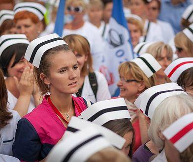 W publicznej służbie zdrowia aż 83 proc. zatrudnionych to kobiety.