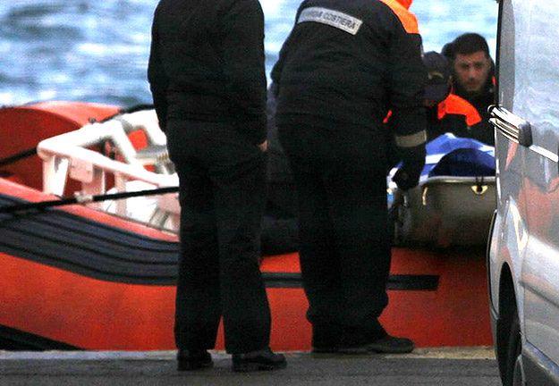 Włochy: w morzu znaleziono ciała 10 nielegalnych imigrantów, uratowano 941