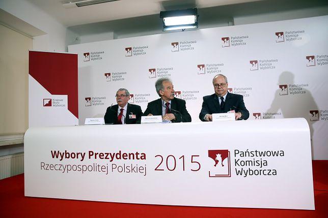 Członkowie Państwowej Komisji Wyborczej: Zbigniew Cieślak, przewodniczący Wojciech Hermeliński i Wiesław Błuś
