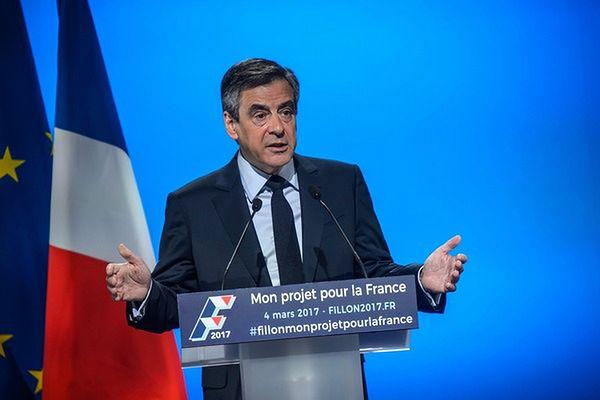 Francuzi chcą, by Fillon wycofał się z kampanii