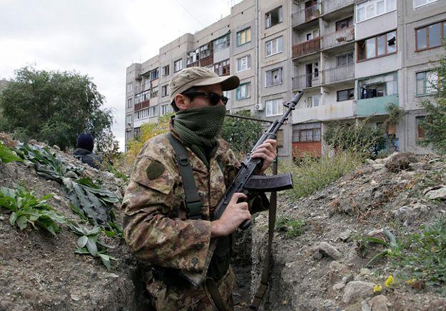 Członek prorosyjskich sił we Frunze, w okolicach Ługańska
