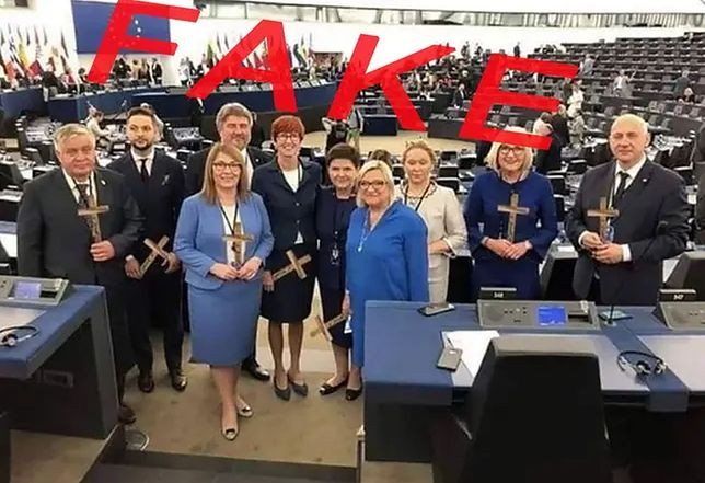 """Fotomontaż przedstawiający """"Krzyżowców"""" z PiS."""
