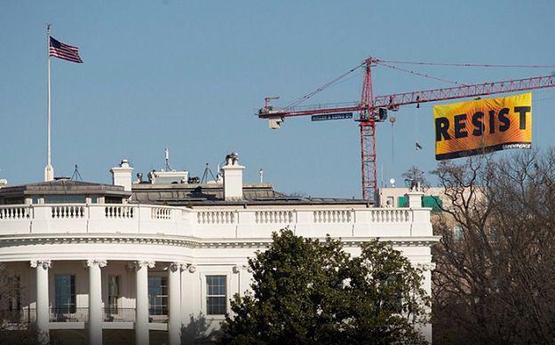 Greenpeace uderza w Donalda Trumpa. Tuż nad jego głową
