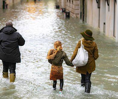Wenecja. Woda wreszcie opadnie? Rekordowa powódź zagraża mieszkańcom i zabytkom.