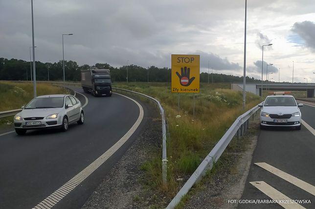 Bielsko-Biała. Pierwsze tablice informacyjne o złym kierunku jazdy pojawiły się już przy drogach.