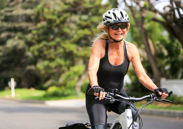 Goldie Hawn można często spotkać na rowerze. Ostatnio zabrała ze sobą wnuka